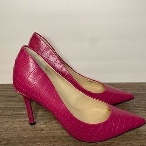 Guess Shoes - Guess Gweloy Fuchsia Croc Embossed Heels 9M
